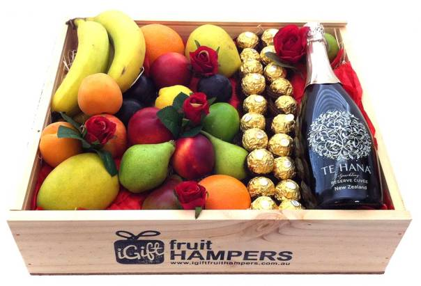 te-hana-+-ferrero-+-red-roses-fruit-hamper