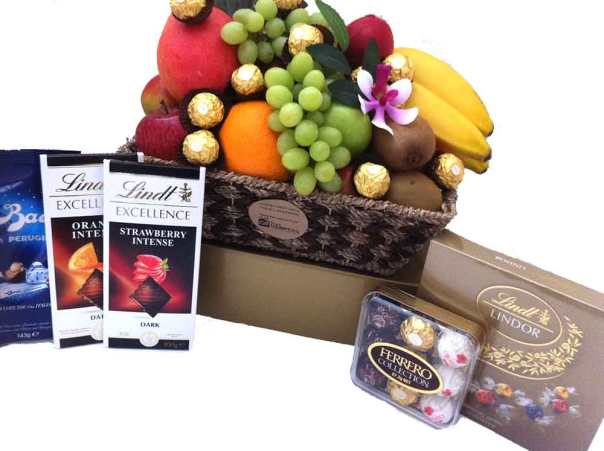 Deluxe-Chocolate-Fruit-Baskets-Gifts