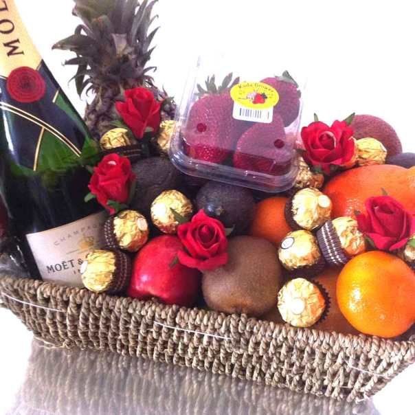 moet-basket-with-Chocolate-Ferrero