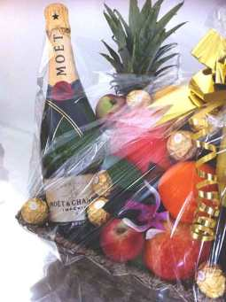 Moet-Fruit-Basket-with-Bow